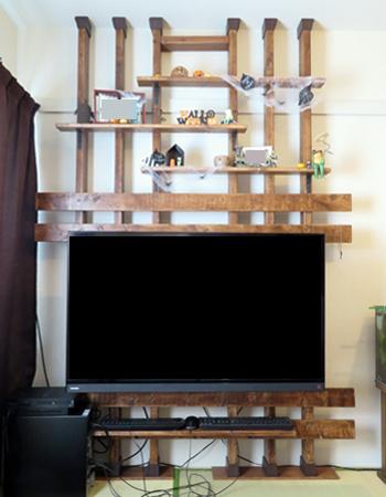 畳の上にディアウォールで壁掛けテレビ